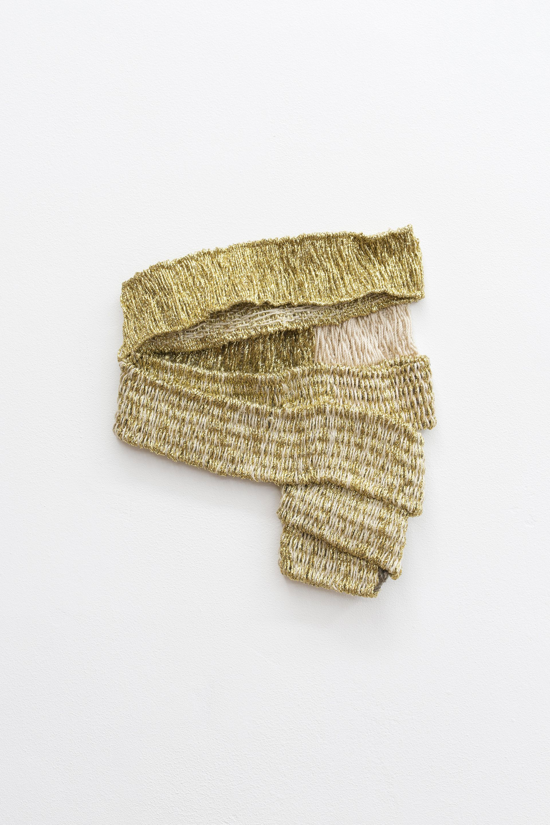 Hana Miletić, Materials, 2020, Hand-woven textile (brown-gray raw wool, golden metal yarn, natural cotton and beige mercerized cotton), 20 x 22,5 x 1,5 cm, Courtesy the artist Photo: © Isabelle Arthuis