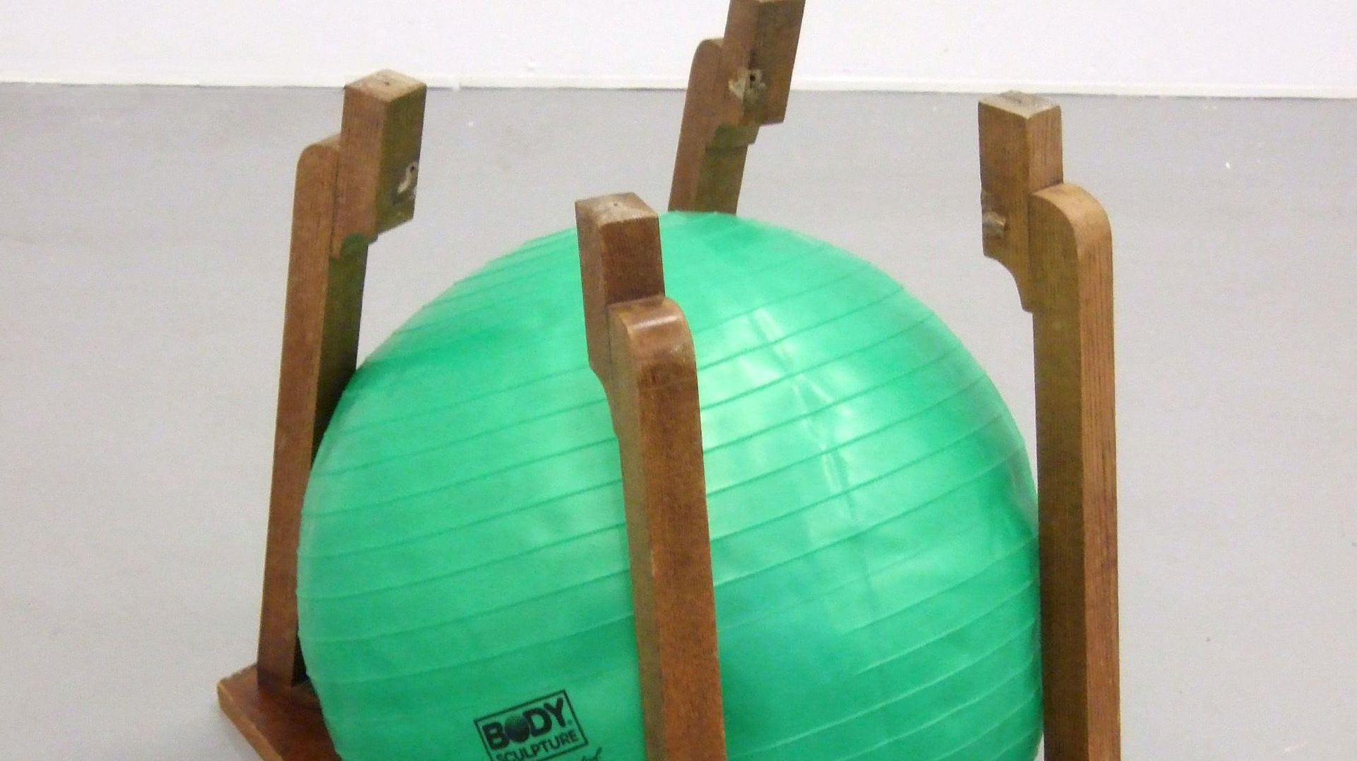 Bettina Buck: In Shape In Control, 2009, wooden table, half inflated rubber ball, 55 x 65 x 50 cm, Courtesy: the artist, Rokeby London and Galerie Opdahl, Berlin