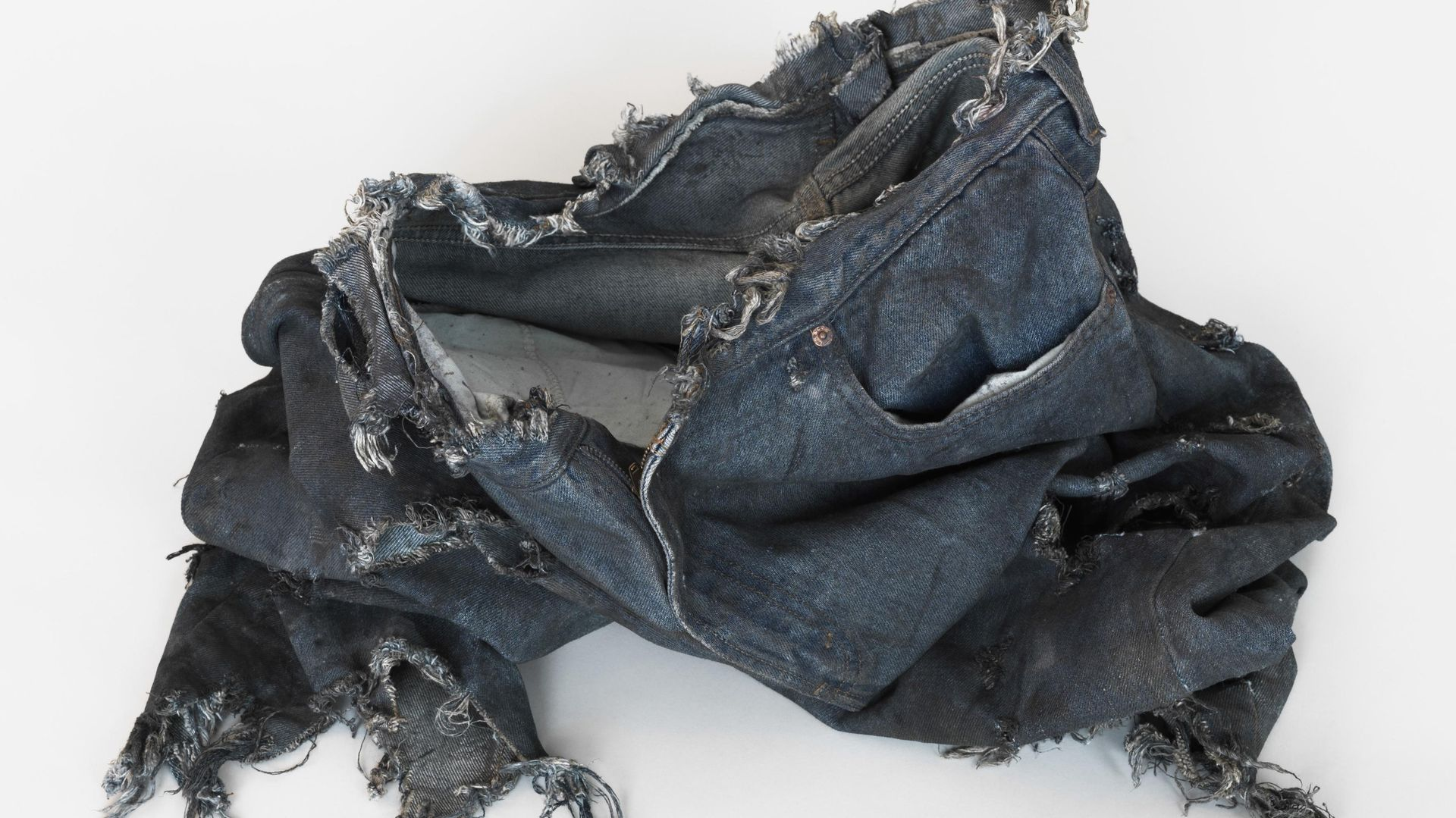 Monika Stricker: THE INCREDIBLE HULK 2008, Bruce Banner (Edward Norton) Ripped Test Jeans, 2013, Mischtechnik, Maße variabel, Courtesy: Clages Köln