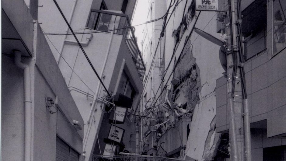 Ryuji Miyamoto, San-no-miya, Kobe, After the Earthquake, 1995, Courtesy Galerie Klüser, München / Munich